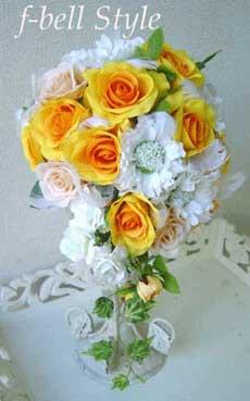 黄色のバラのオーバルブーケ