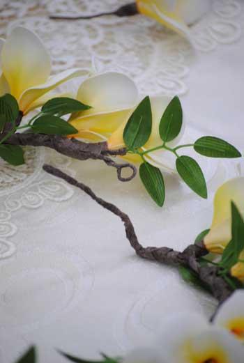 白プルメリアの花冠