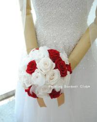 白と赤バラのラウンドブーケ
