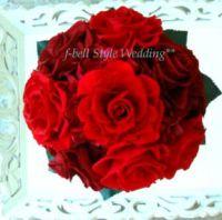 赤バラのラウンドブーケ